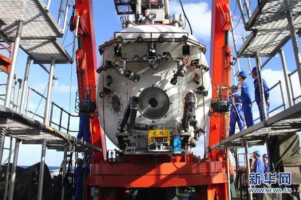 中国の有人深海潜水艇「蛟竜号」、搭載ROV「竜珠」