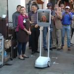 iPhone 6sシリーズの発売に世界で行列、ロボットが人間の代わりに場所取り
