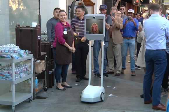 人間の代わりに並ぶロボット