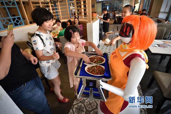 中国ロボットウェイトレス