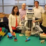 ひとりで遊ぶロボット、児童心理学を人工知能研究に応用