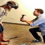 VRでプロポーズ!?最新機器を使ったサプライズに彼女が感激