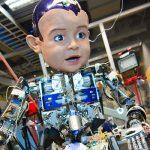 赤ちゃんはなぜ笑う?ロボットを使った実験で明らかに