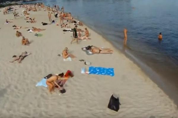 ドローンヌードビーチ