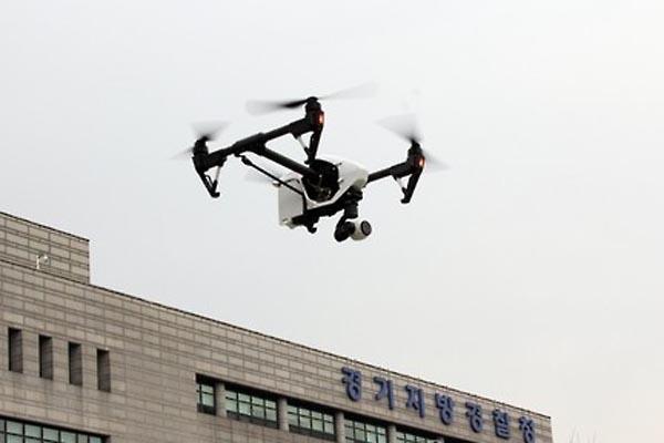 韓国警察ドローンを投入