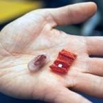 誤飲した電池を排出…MITが錠剤型「折り紙ロボット」を開発