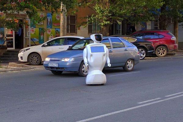 プロモボット_ロボットが脱走2