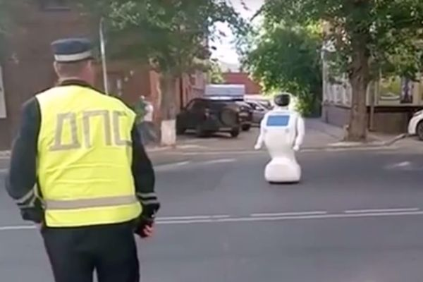 プロモボット_ロボットが脱走