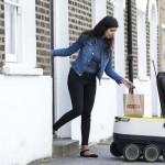 公道を走る食品配達ロボットが欧州でテスト運用開始
