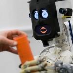 英大学「人間はおっちょこちょいでも愛嬌があるロボットが好き」