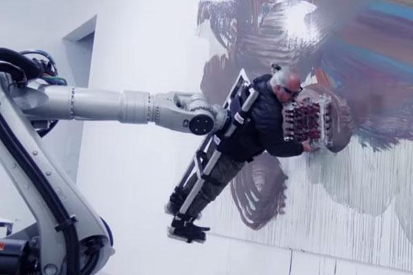 ロボットに絵を描かされる人間