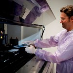 オーストラリアの研究機関がロボットで最適な抗がん剤を選別