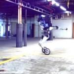 まるで曲芸!?…ボストン・ダイナミクス「二輪移動型ロボット」動画公開