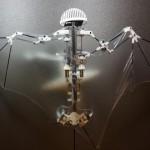 ドローンよりスゴイ!急旋回に垂直降下も…コウモリ型ロボット出現!