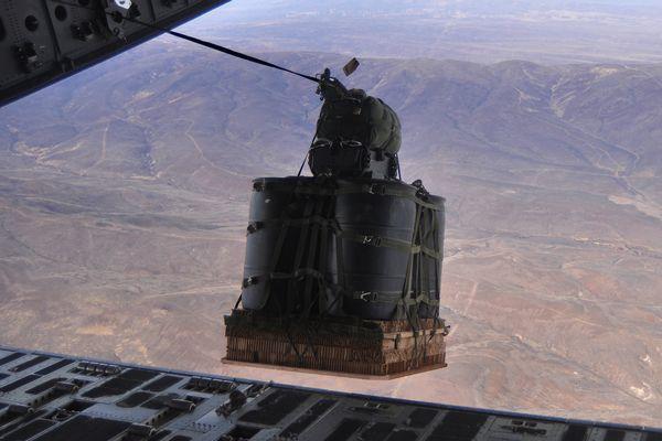 米海軍「使い捨て」ドローン開発...
