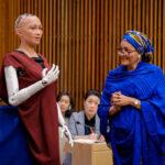 「人類を滅亡させる」発言のAIヒューマノイド・ソフィアが国連会議に出席