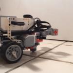 """線虫の脳神経回路をレゴのロボットに""""移植""""...プログラミング不要で制御に成功"""