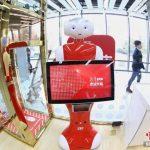 中国・国営「新華書店」が北京に24時間営業の無人書店オープン…ロボットが接客
