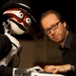 """53本の""""指""""を持つピアノロボット「テオトロニコ」がイタリア人著名ピアニストと対決!"""