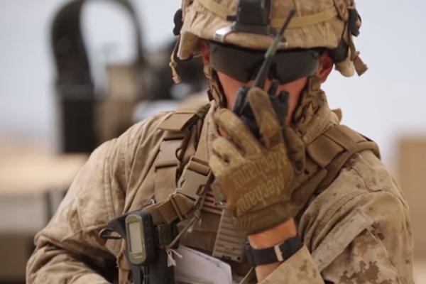 アメリカ陸軍がリーダーに従う新しい軍事用ロボットを開発中 ...