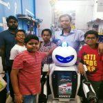 インドの交通当局が「警察ロボット」試験運用...少年たちも開発に参加
