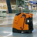 ドバイの地下鉄駅に自律型清掃ロボット登場...「Smart Dubai」構想の一環