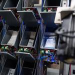 南アフリカで「AI薬品調剤ロボット」開発進む...服用量のラベルを6秒で生成